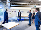 Oliver Schenk (3 from left) in conversation at ADS-TEC (Photo: ADS-TEC Energy)